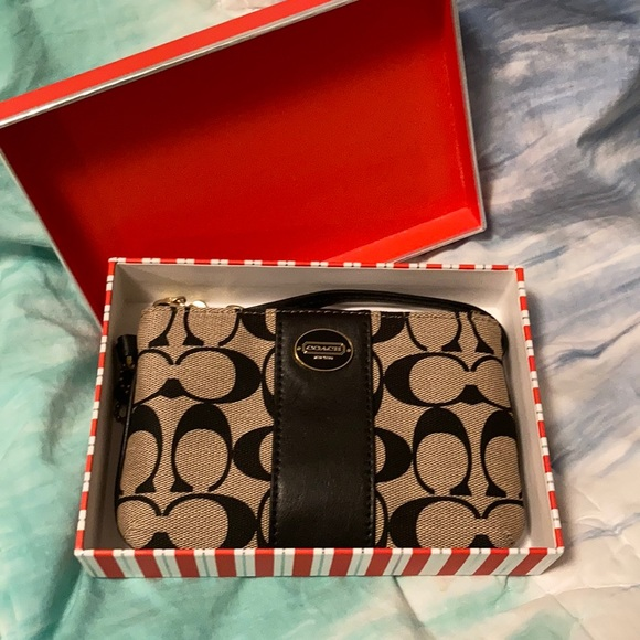 COACH signature print small wristlet. New in box!